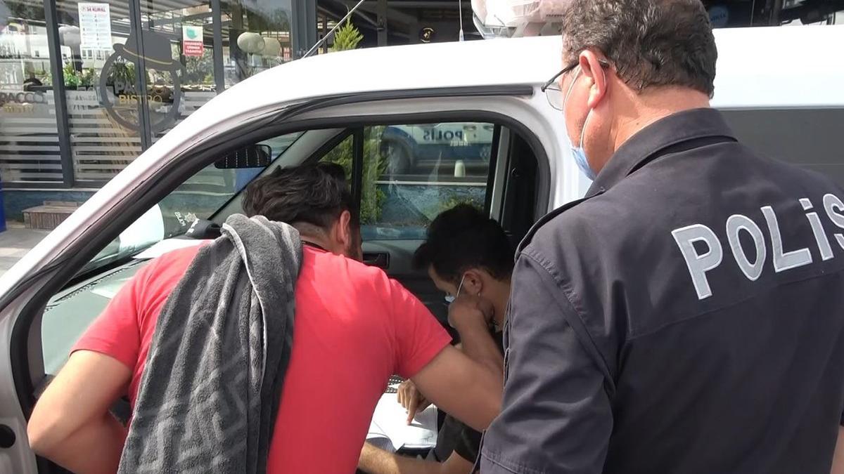 Ceza kesen polisten makas almaya çalıştı