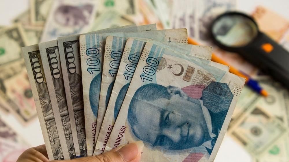 IIF dolar/TL tahminini sert yükseltti