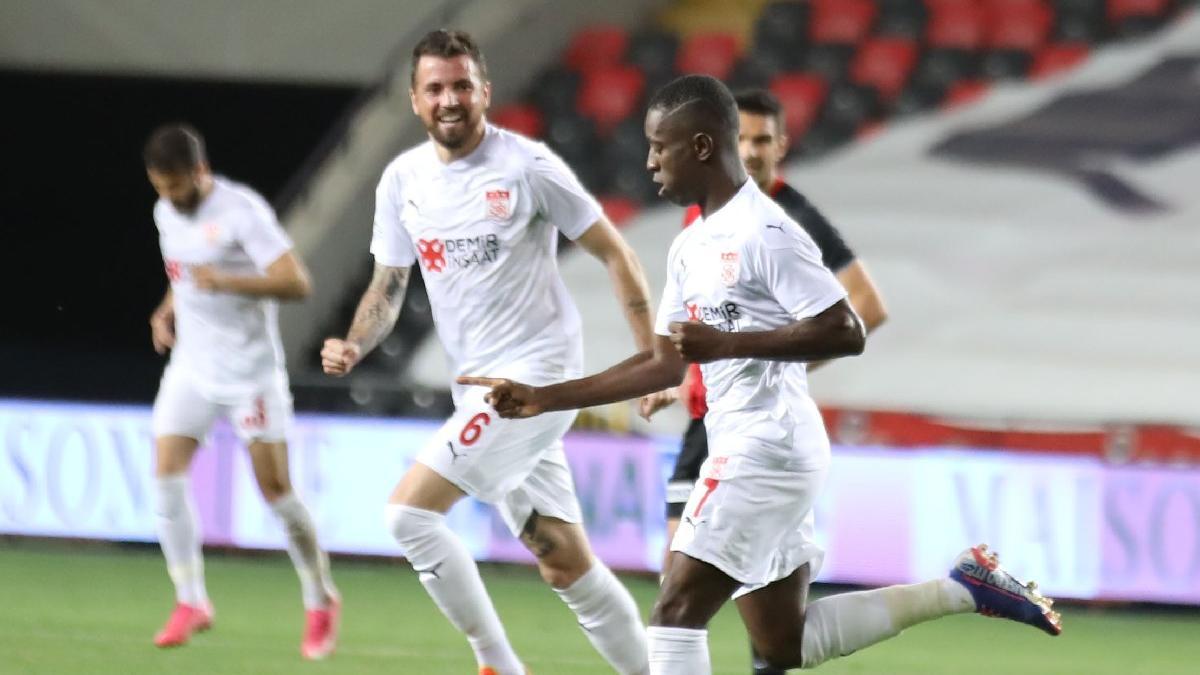 Sivasspor'un Avrupa inadı! Gaziantep FK'yi tek golle devirdi...