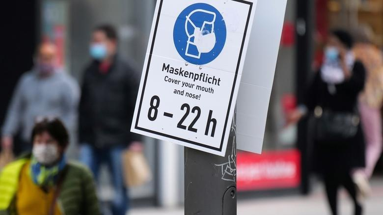 Almanya'da aşı olanların kısıtlamalardan muaf tutulması kabul edildi