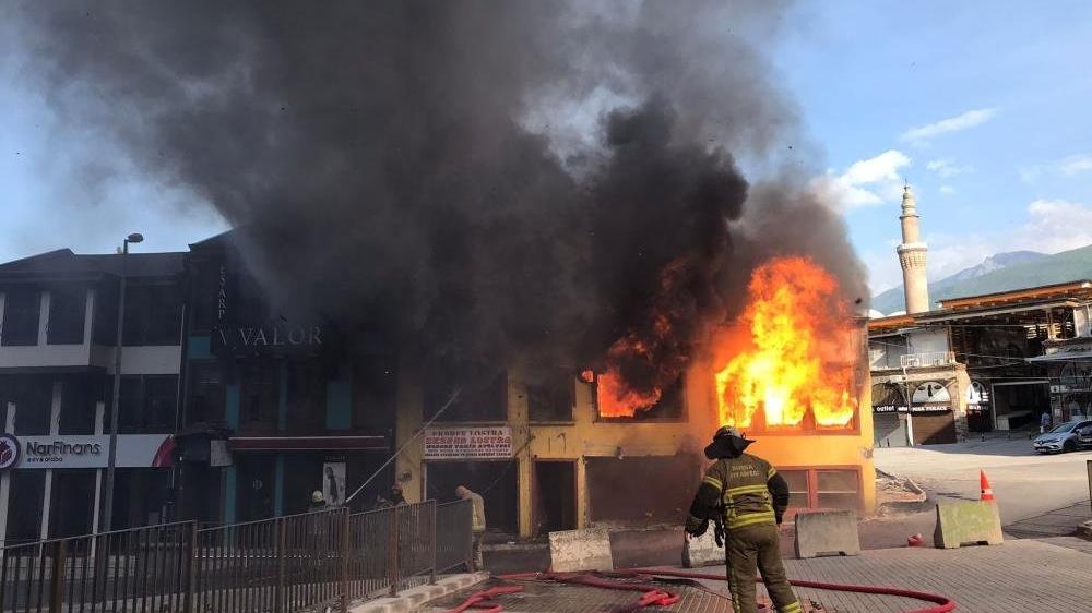 Bursa'da tarihi çarşıda korkutan yangın