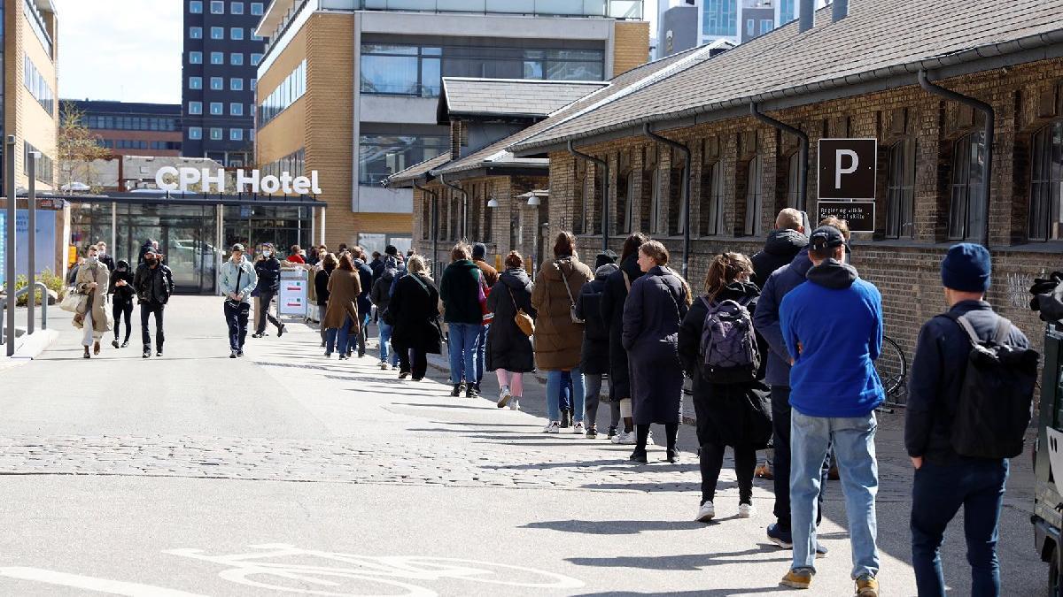 Danimarka'da yasaklar gevşiyor: İlkokullar açılıyor... Konser ve sinemaya şartlı izin