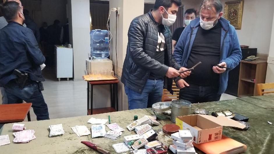 'Paralı oyun oynamak yasaktır' yazılı dairede kumara ceza