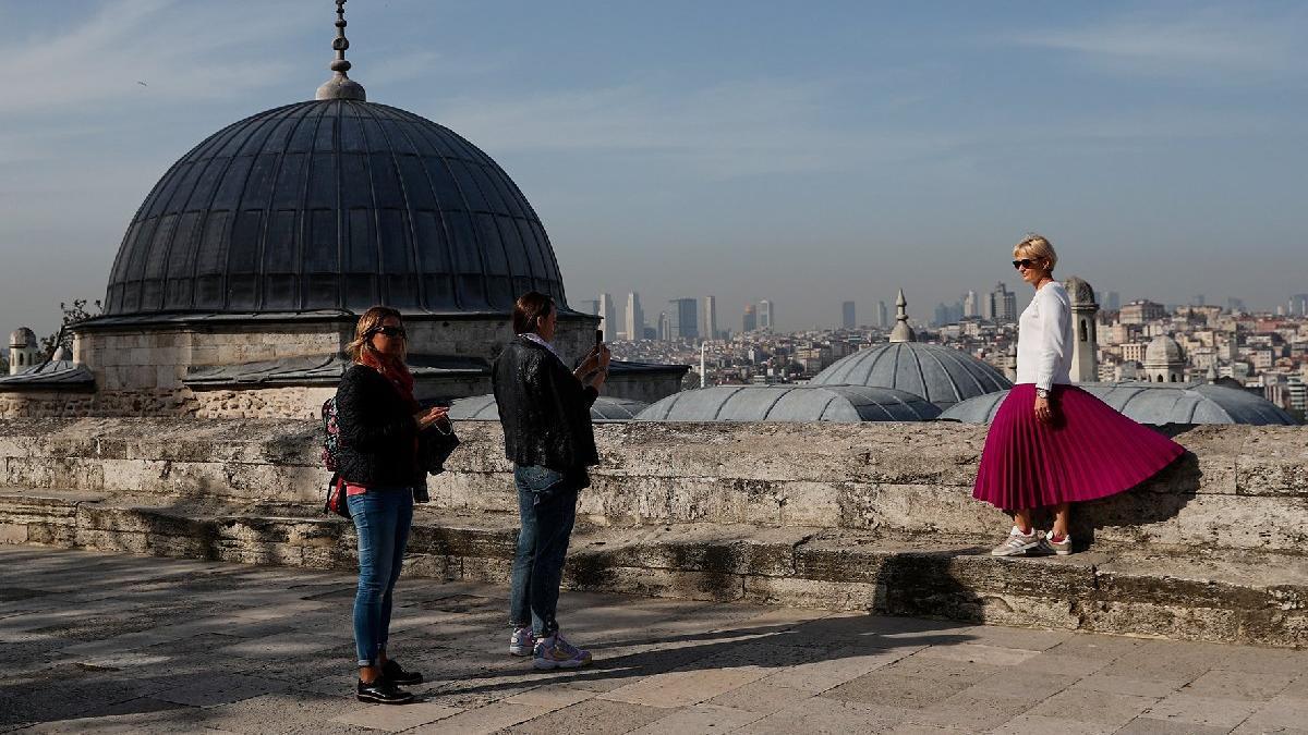 The Times'tan çarpıcı analiz: Arka kapı Türkiye... İngilizler karantina yerine Türkiye'de tatil yapıyor