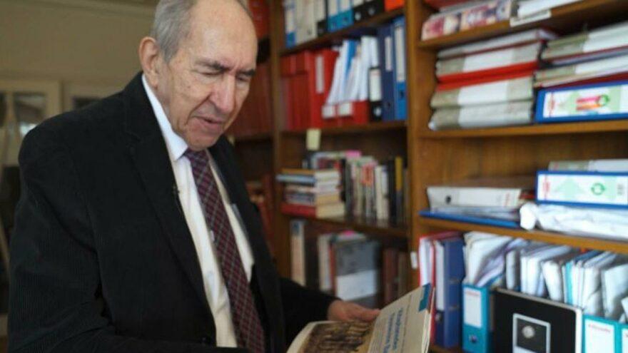 Altan Öymen kütüphanesini Beşiktaş Belediyesi'ne bağışladı