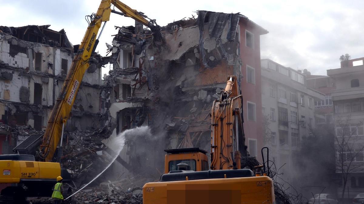 Avcılar'daki 'orta hasarlı' 90 binada yaşayanlar, kentsel dönüşüme ikna edilemedi