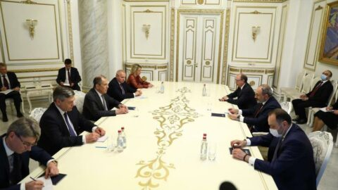 Rusya ile Ermenistan arasında kritik görüşme