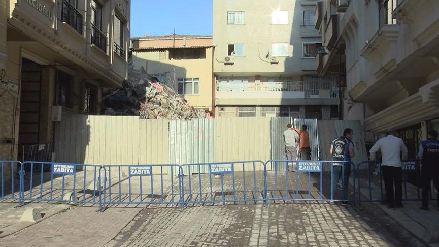 Zeytinburnu'nda çöken binanın enkazını kaldırma çalışmalarına ara verildi