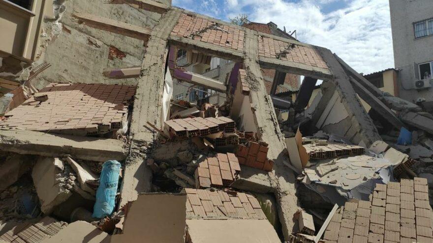 Zeytinburnu'nda çöken binanın yapı ruhsatı olmadığı ortaya çıktı
