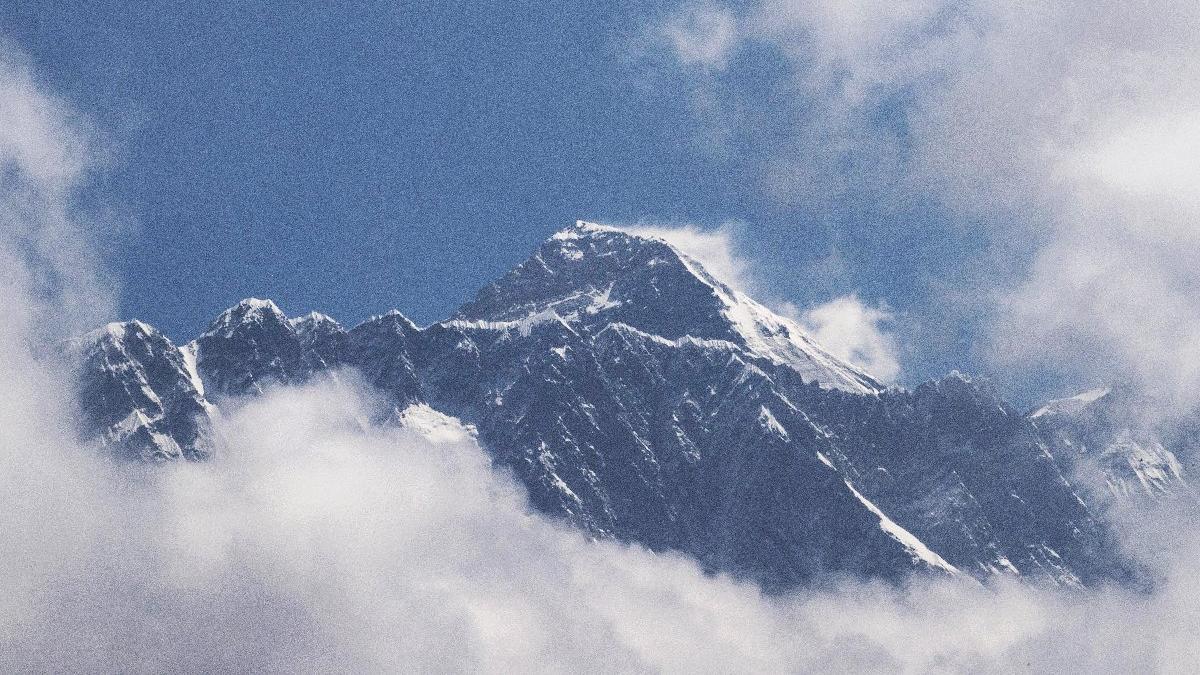 Çin'den Everest kararı: Kuzey yamacını açtılar