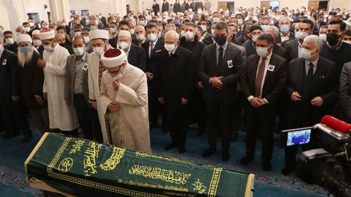 Eski bakanın cenaze töreninde tepki çeken görüntü