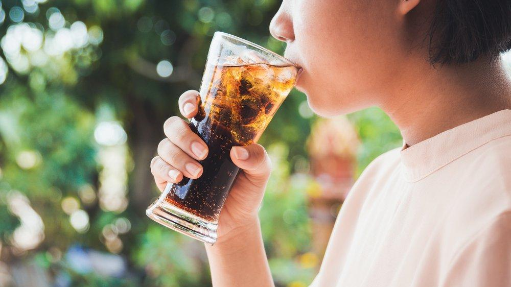 Her gün şekerli içecek tüketen kadınlarda bağırsak kanseri riski yüzde 32 artıyor