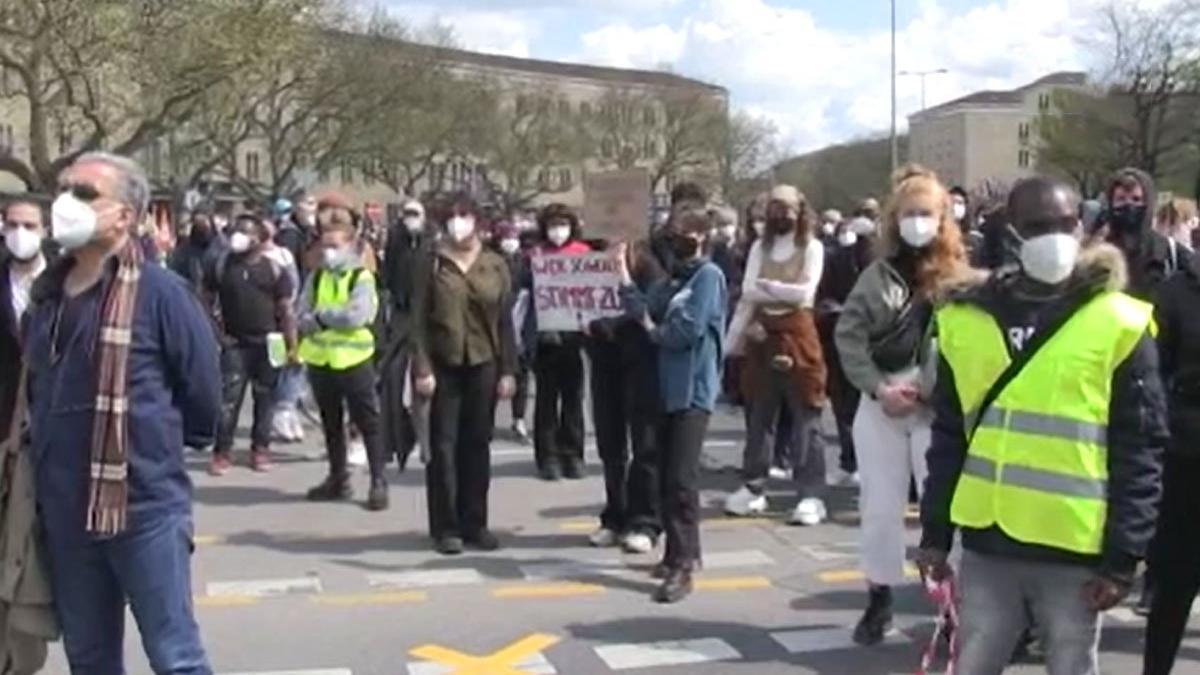 Almanya'da ırkçı yapılanmaya karşı protesto