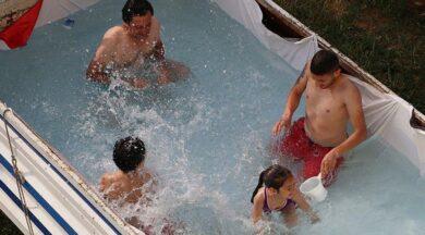 Kamyonetin kasasını havuz yaptılar
