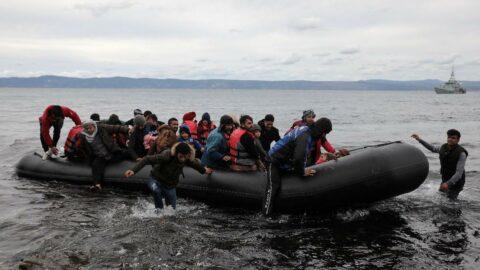 Avrupa corona virüsünü bahane edip mültecilere zulmü artırdı... 2 bin insan göç yolunda can verdi