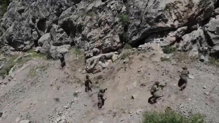 MSB 'teröristleri inlerinde basmaya devam ediyoruz' notuyla görüntüleri paylaştı