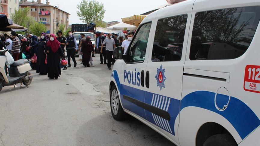 Sivas'ta tedbirlere uyulmayan pazar yeri erken kapatıldı