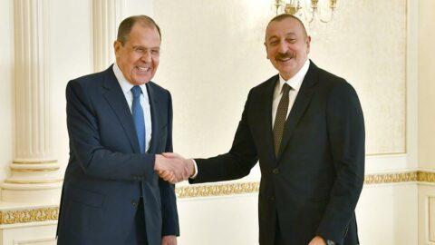 Azerbaycan'da kritik görüşme