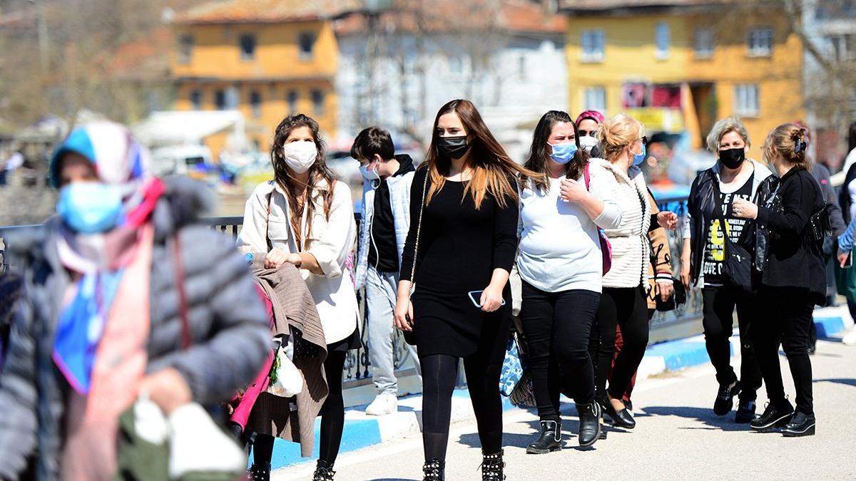 Sağlık Bakanı Fahrettin Koca illere göre haftalık vaka sayısını açıkladı