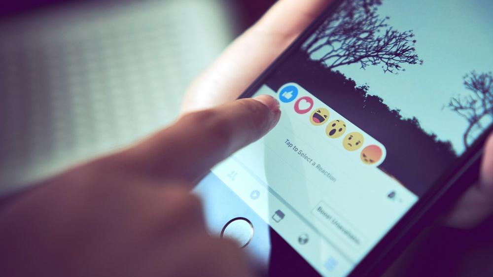40 başsavcıdan Facebook'a uyarı: Çocuklar için Instagram planını iptal edin
