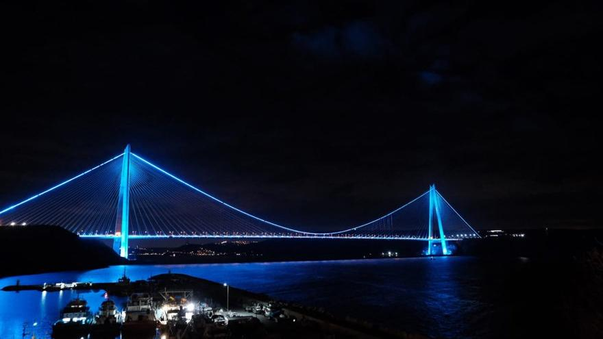 Köprülerde mavi modası