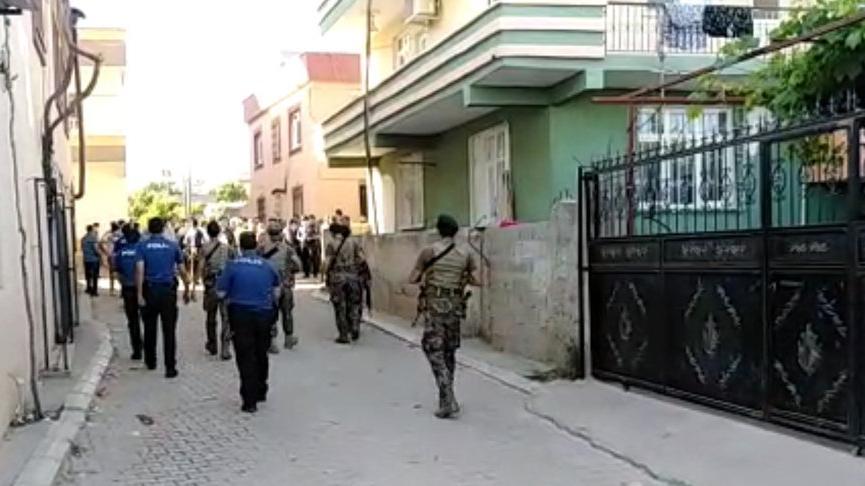 Çocukların kavgasına aileler de karıştı: 1'i polis 2 yaralı
