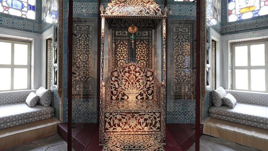 Padişahların 'Arife Tahtı' Topkapı Sarayı'nda sergileniyor