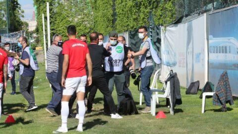 Ankara Demirsporlu futbolculardan foto muhabirlerine çirkin saldırı