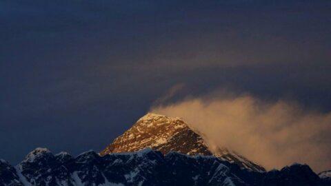 Everest'te sezonun ilk ölümleri kayıtlara geçti