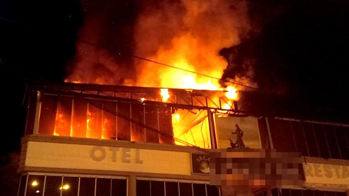 Otelde yangın! Kullanılmaz hale geldi