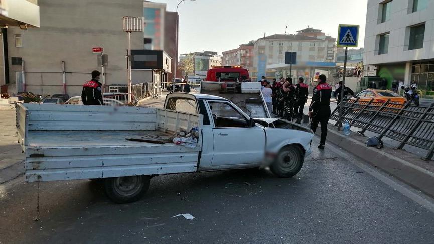 Pendik'te feci kaza: 4 kişi ağır yaralı