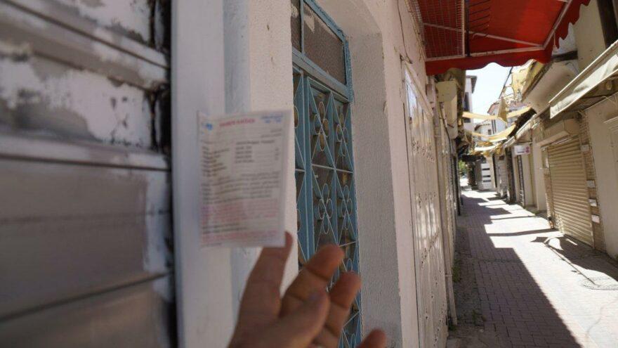 Açılma sonrası esnafı bekleyen sürpriz: Postacılar kepenklere yapıştırdı