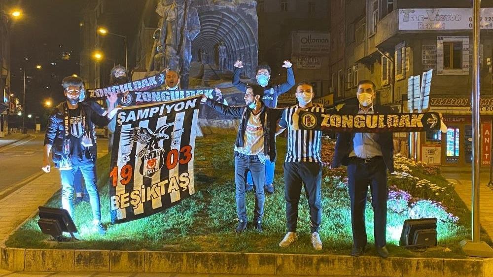 Beşiktaş taraftarları yasağa rağmen sokağa döküldü