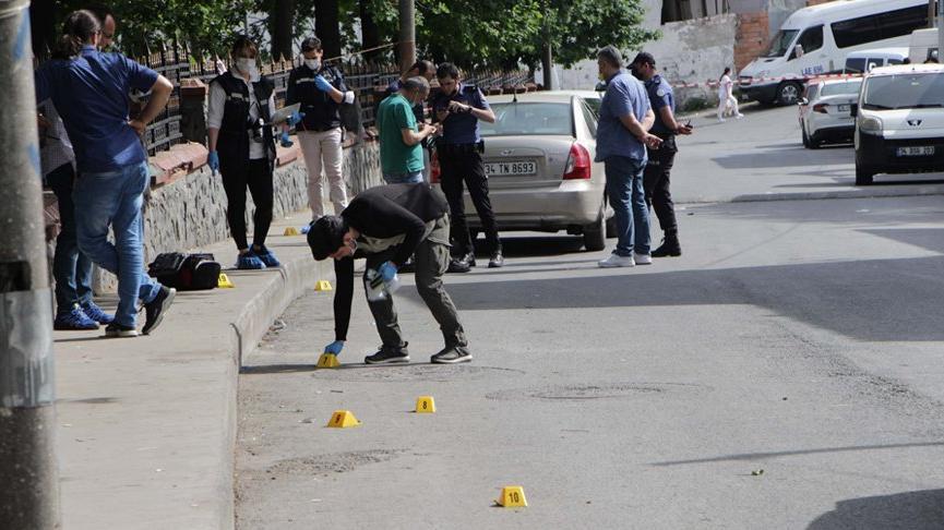 Beyoğlu'nda iki aile arasında silahlı kavga: 5 yaralı