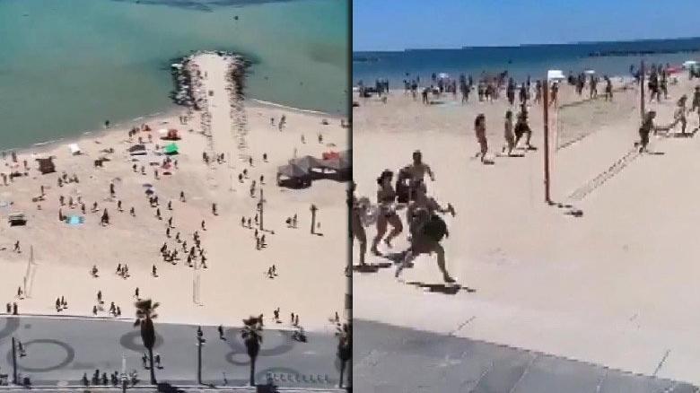 Plajdaki İsrailliler sirenlerin ardından sığınaklara koştu