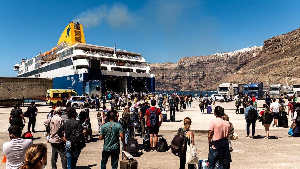 Yunanistan'da yasaklar kalktı, adalara akın başladı
