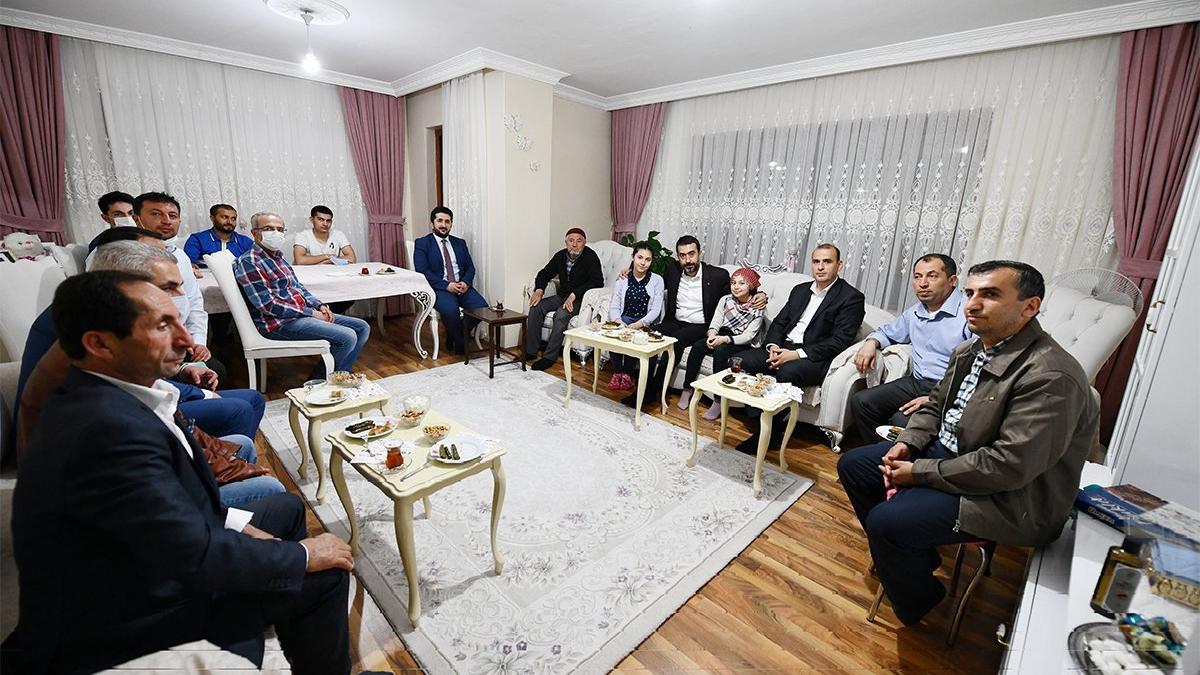AKP'li yöneticiler yine yasağa uymadı