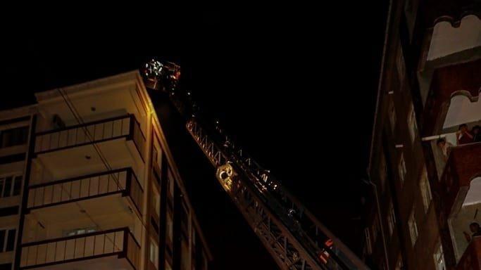 Beşiktaş'ın şampiyonluk kutlamasında atılan havai fişek yangın çıkardı