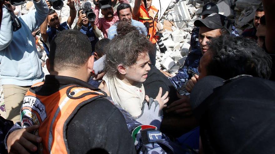 İsrail'in Filistin'e şiddeti sürüyor: Yıkılan binalarda can pazarı