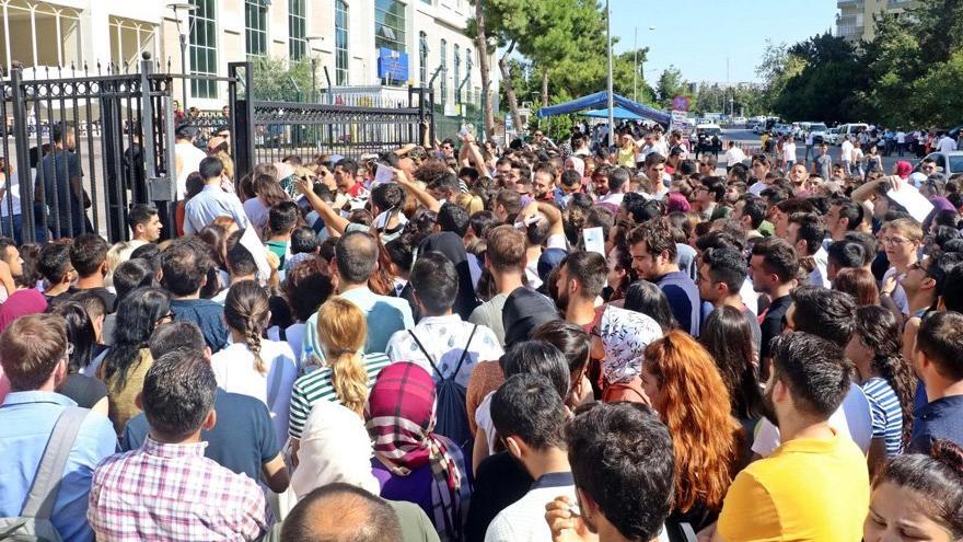 Gençlerin Türkiye'ye ilişkin umutları giderek yok oluyor