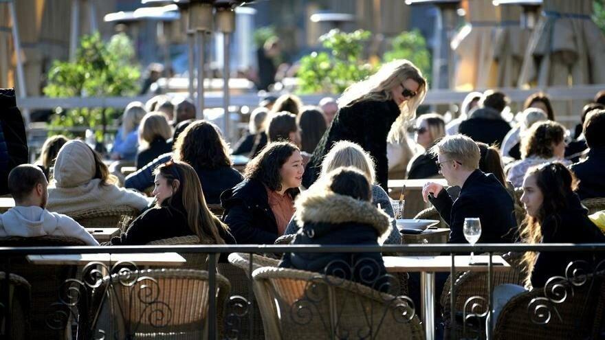 Hollanda yasakları gevşetiyor: Eğlence parklarına izin, restoranlara 2 saat uzatma