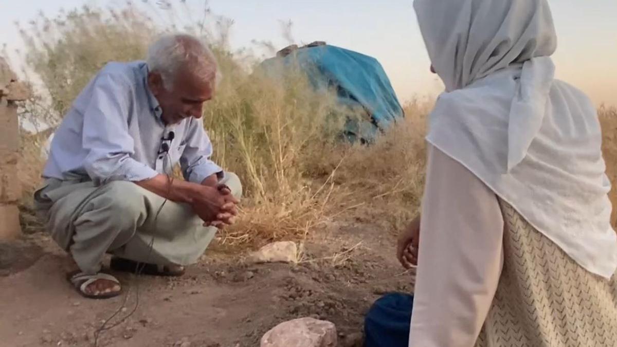 Yaşlı çift ölen köpekleri için gözyaşı döktü