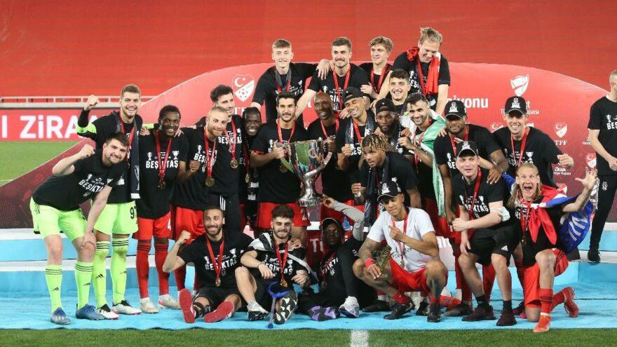 Beşiktaş, Antalyaspor'u yenerek Türkiye Kupası'nda şampiyon oldu