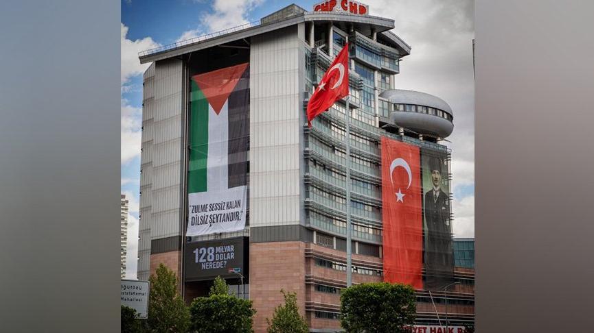 CHP Genel Merkez binasına Filistin bayrağı asıldı