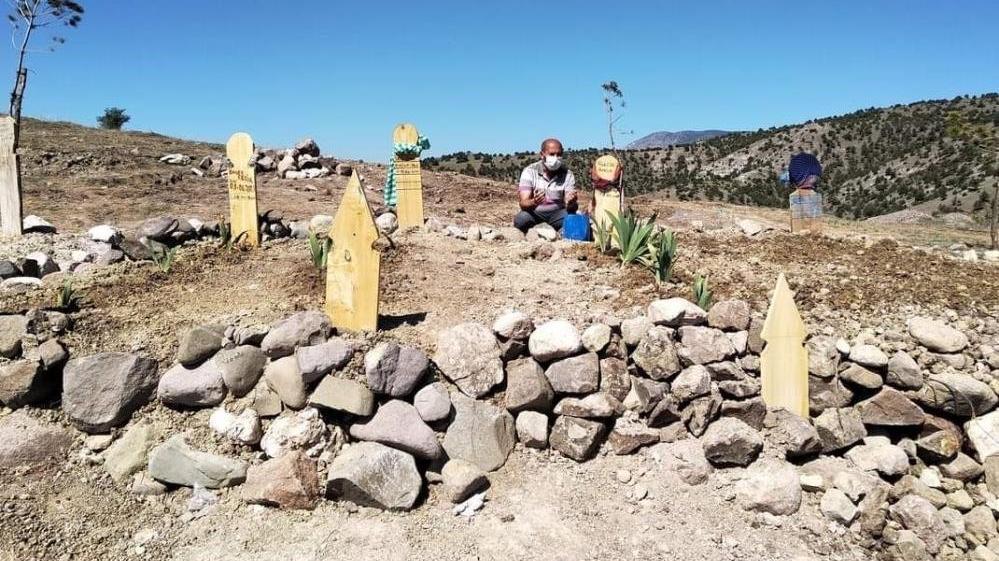 Aynı aileden 4 kişi coronadan öldü