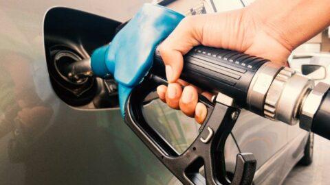 Benzine bazı firmalardan 10 kuruş zam