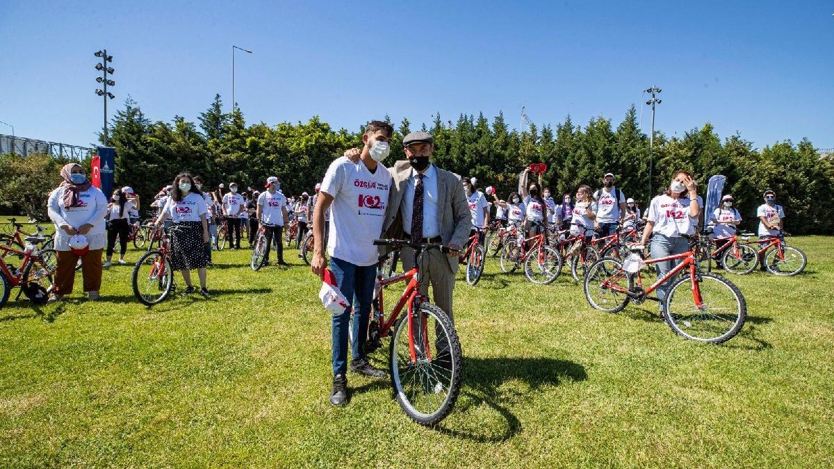 19 Mayıs'ın 102. yıl dönümününde gönüllü gençlere 102 bisiklet