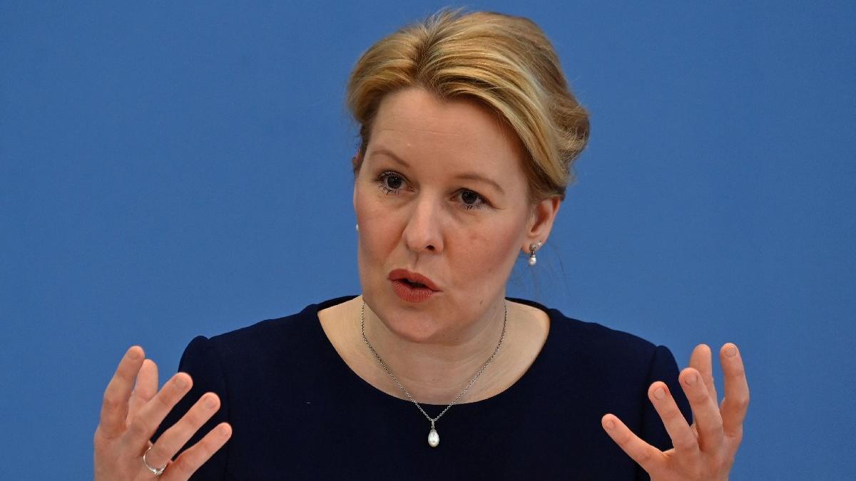 Ne yolsuzluk ne haksızlık... Almanya'nın Aile Bakanı, doktora tezi yüzünden istifa etti