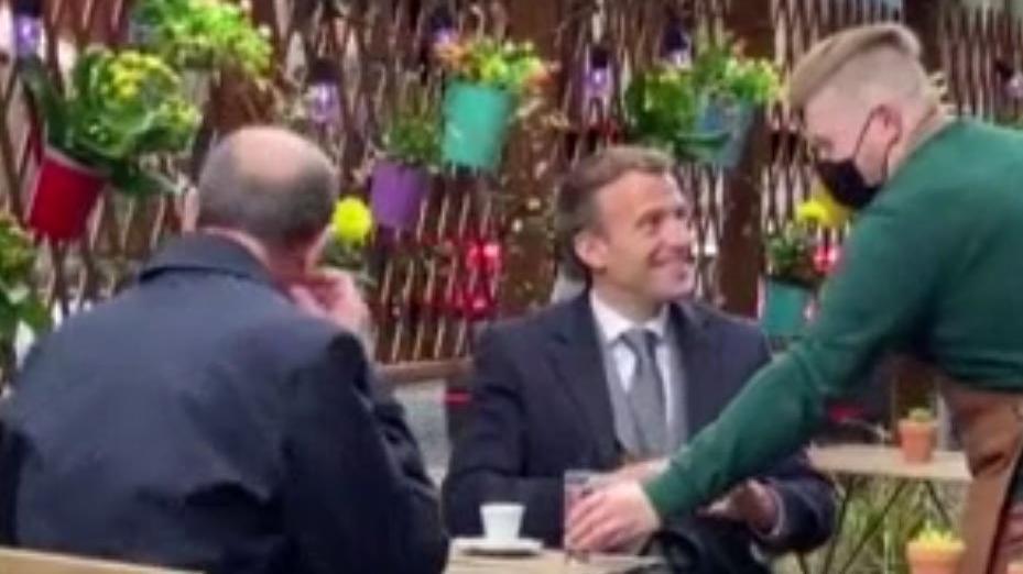 Fransa'da restoran ve kafeler açıldı... Macron, Başbakan Castex'le kahveye çıktı