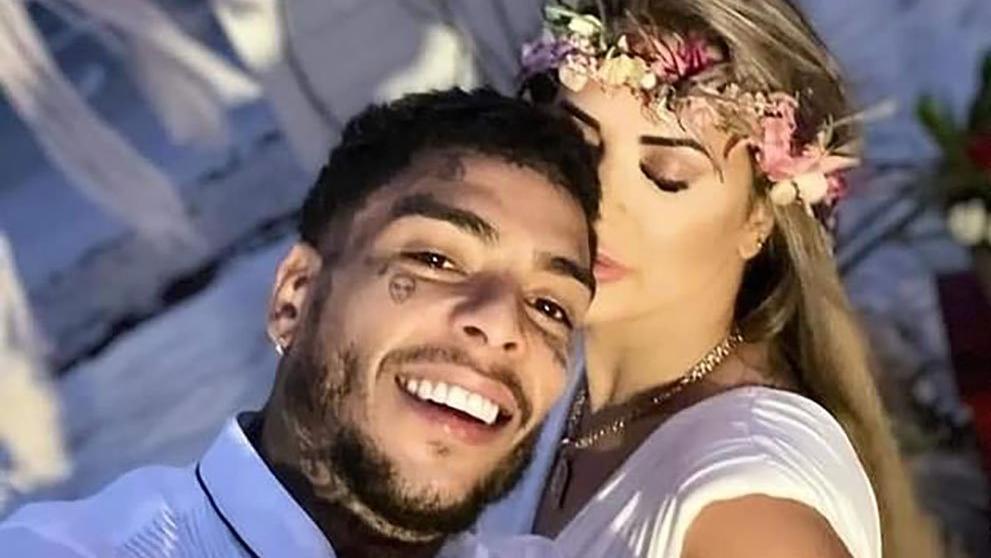 Çiçeği burnunda eşini aldattı... Ünlü şarkıcı yakalanma korkusuyla balkondan düşüp öldü
